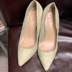 Shoes - 😊👠🌴NWT Green Suede Heels Sz 10
